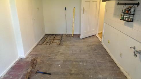 ihr handwerker in berlin k chenboden holzdielen abschleifen und lackieren malerarbeiten. Black Bedroom Furniture Sets. Home Design Ideas