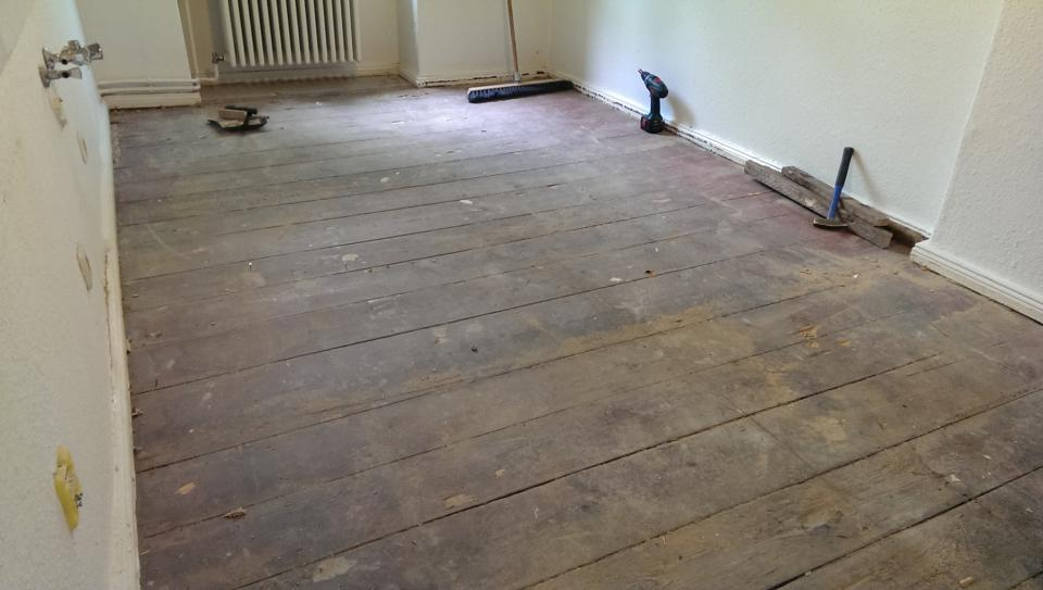 Holzfußboden Abschleifen ~ Ihr handwerker in berlin küchenboden holzdielen abschleifen